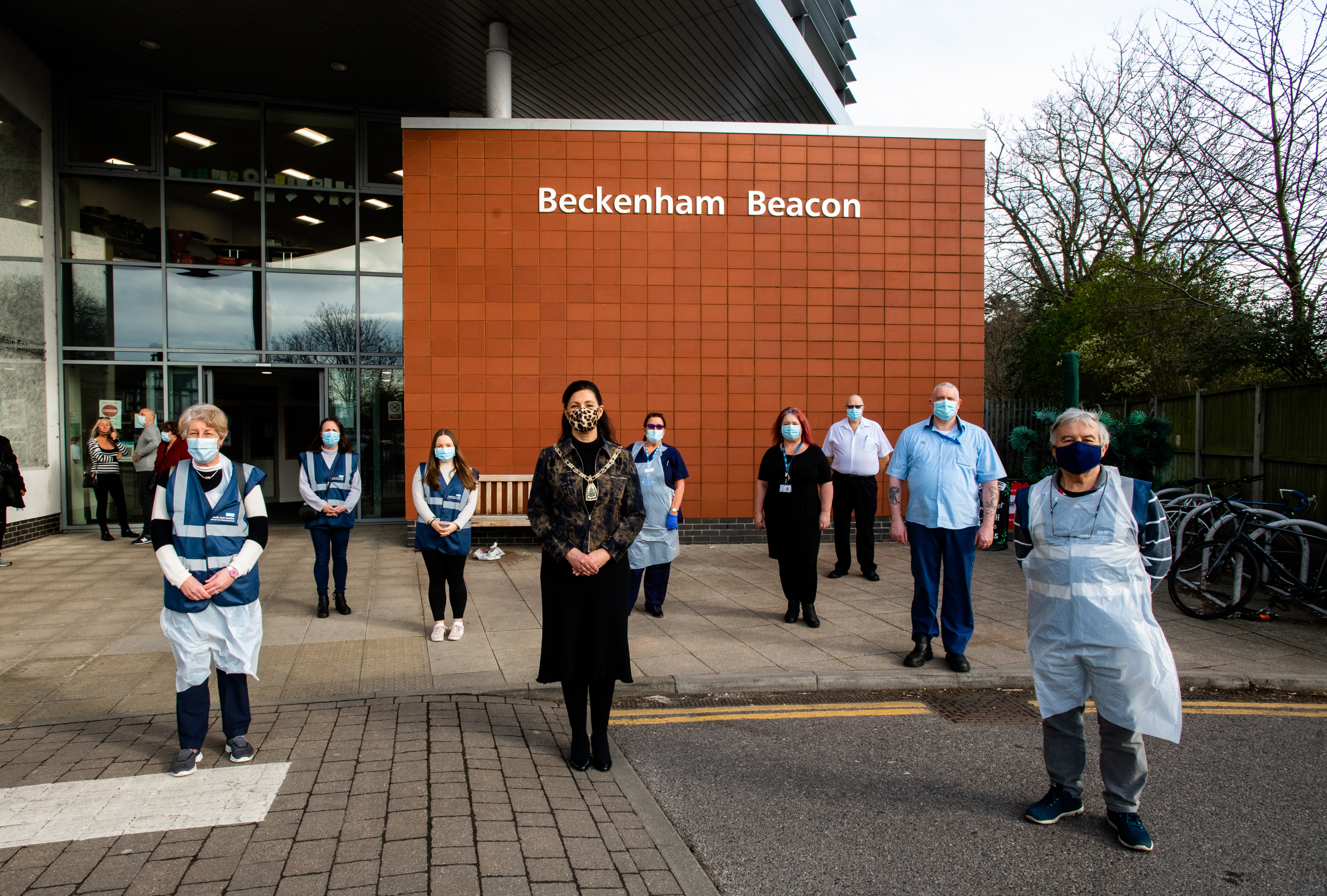 Mayor volunteers and thanks team at Beckenham Beacon Vaccination Site